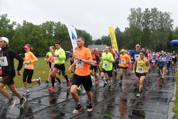 655eb90a8bf Uhla-Rotiküla elamusjooksu võitsid Karl Mäe ja Jaana Õunaid